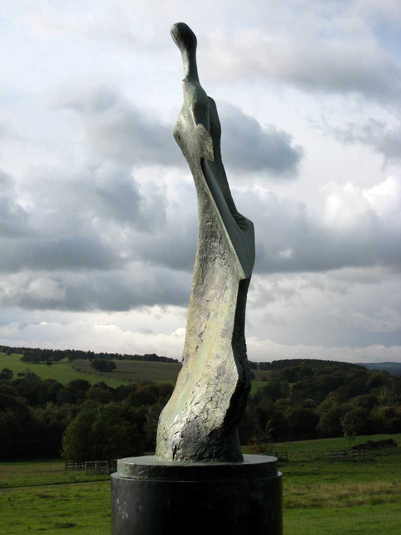 moore henry sculpture figure park yorkshire standing edge knife scale tate west seen sculptures sixties skulpturen photograph modern bretton 1961
