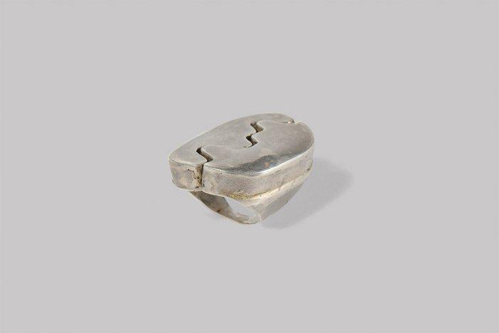 Silver ring by Choucair © Saloua Raouda Choucair Foundation