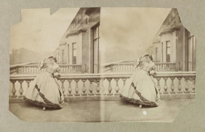 Lady Clementina Hawarden, Isabella Grace on the terrace, 5 Princes Gardens  ca. 1861-1862