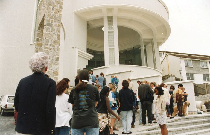 Queue outside the entrance to Tate St Ives in its opening week in 1993