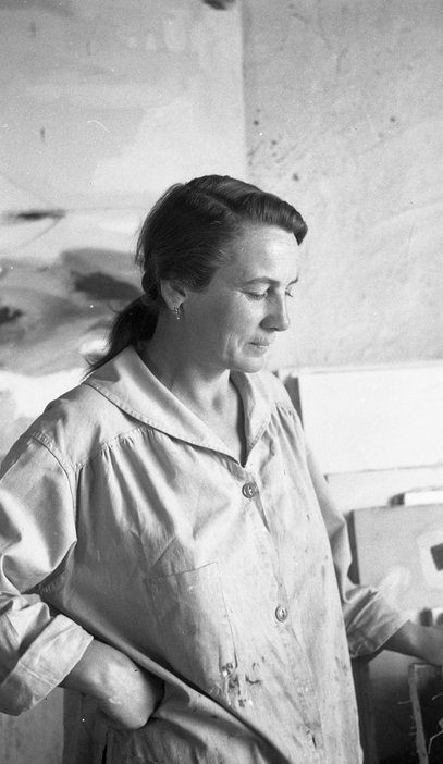Agnes Martin in her studio on Ledoux Street, Taos, New Mexico, 1953 © Mildred Tolbert Family