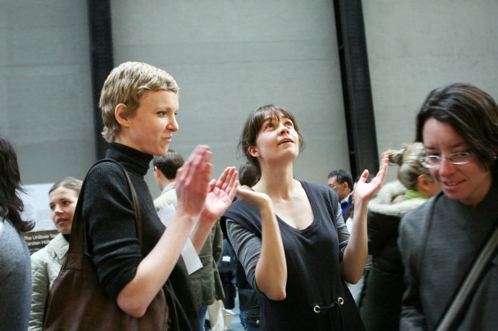 Nina Jan Beier and Marie Jan Lund, Clap in Time (All the People at Tate Modern) 2007