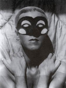 Claude Cahun Autoportrait no 43 1928, photo of woman in mask