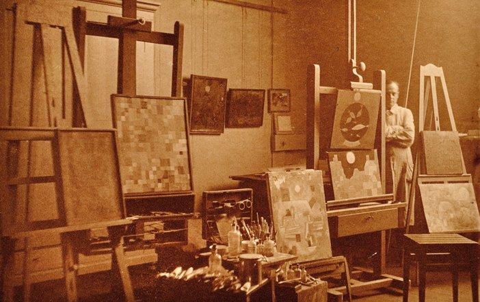 Paul Klee in his studio at Weimar Bauhaus, photographed by Felix Klee, 1925