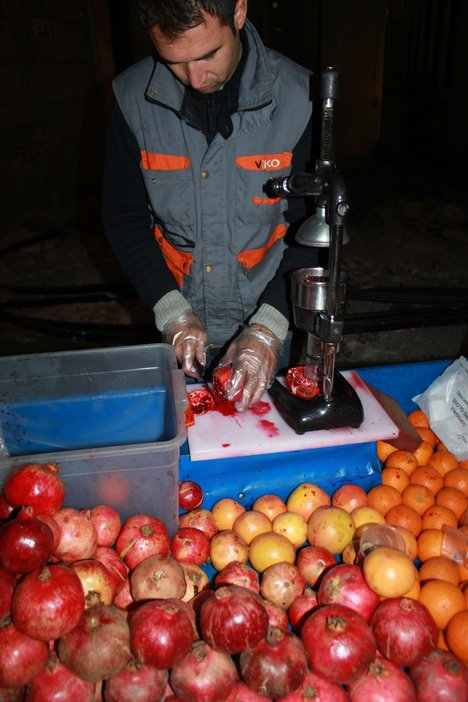 Istanbul blog pomegranate juice seller