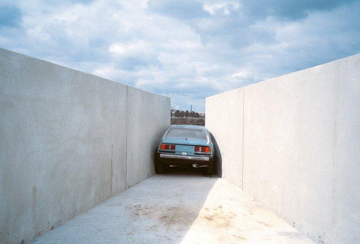 Roman Signer Engpass at Aussendienst 2000 Installation Hamburg 2