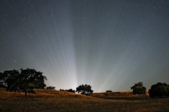 Light above Michael Jacksons Neverland ranch in California several days after his death in June 2009