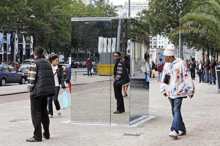 Monica Bonvicini, Don't Miss a Sec', 2004, at IBC Rotterdam/Sculpture International, 2007 – © Monica Bonvicini and VG-Bild Kunst, photo Jannes Linders