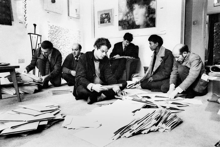 Paul Keeler, Sergio de Camargo, Guy Brett, Christopher Walker, David Medalla and Gustav Metzger mailing Signals Newsbulletin from Cornwall Gardens in 1964