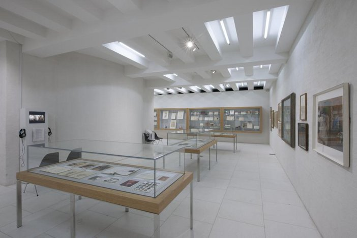 Reception, Rupture and Return: the Model and the Life Room