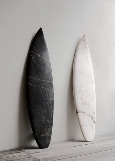 Reena Spaulings The Belgian Marbles Marble Portoro and Marble Rosa Portogallo 2009 two carved peices of marble one black one white leaning against a gallery wall