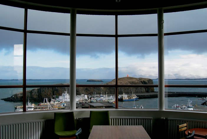 Roni Horn A view from the interior of the VATNASAFN/LIBRARY OF WATER, Stykkishólmur, Iceland, 2007