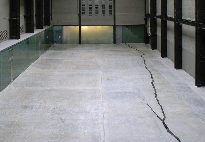 Doris Salcedo Shibboleth 2008 installation view