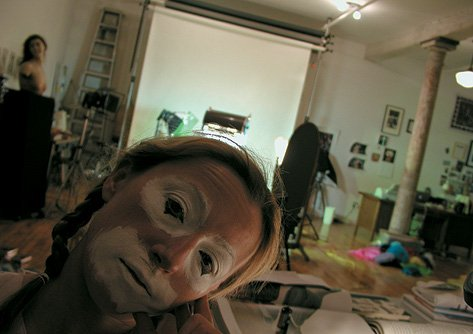 Cindy Sherman Sherman in clown face in her studio_03