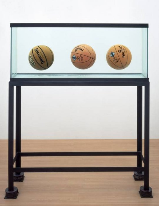 Jeff Koons Three Ball Total Equilibrium in Tate's Collection