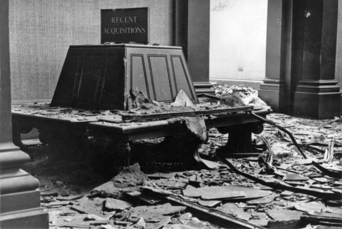 The gallery's roofing was destroyed in bomb attacks in 1940