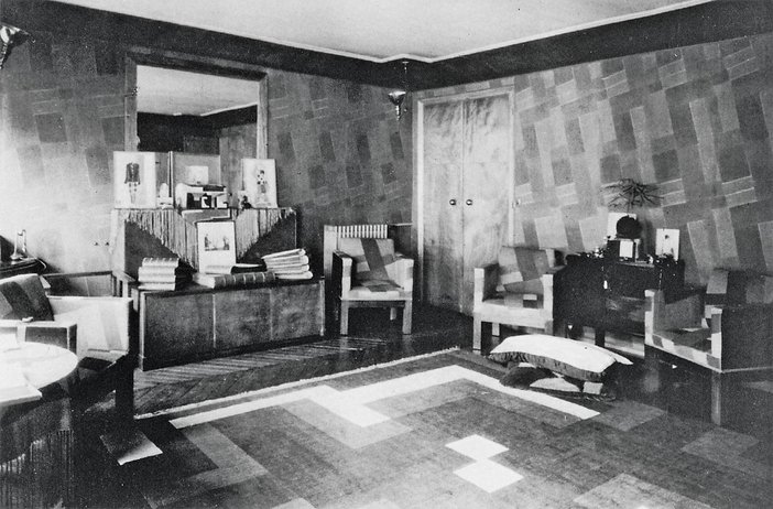 Fabric designed by Sonia Delaunay on the walls of the Delaunay family salon