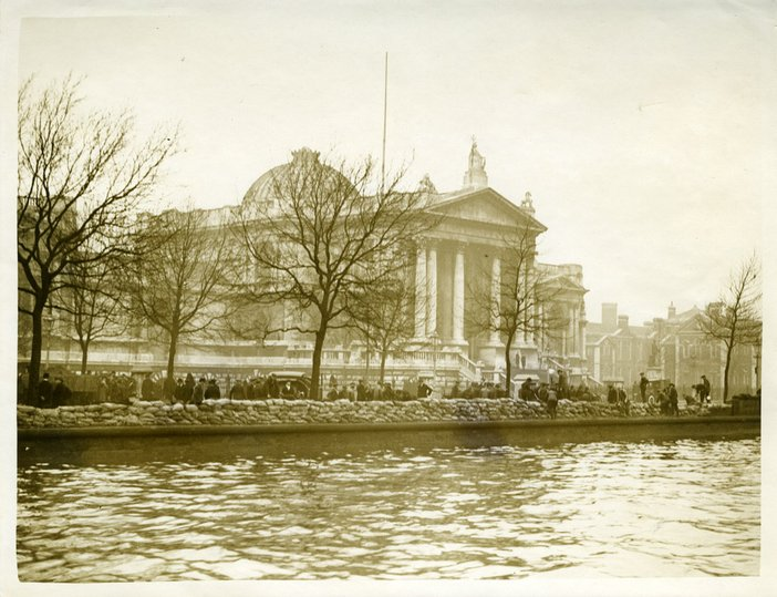 A view of Tate Britain from the opposite bank of the River Thames