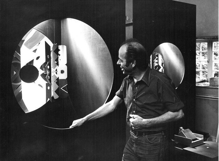 Bryan Wynter at his home, Treverven, Cornwall, in 1971, with a large IMOOS sculpture
