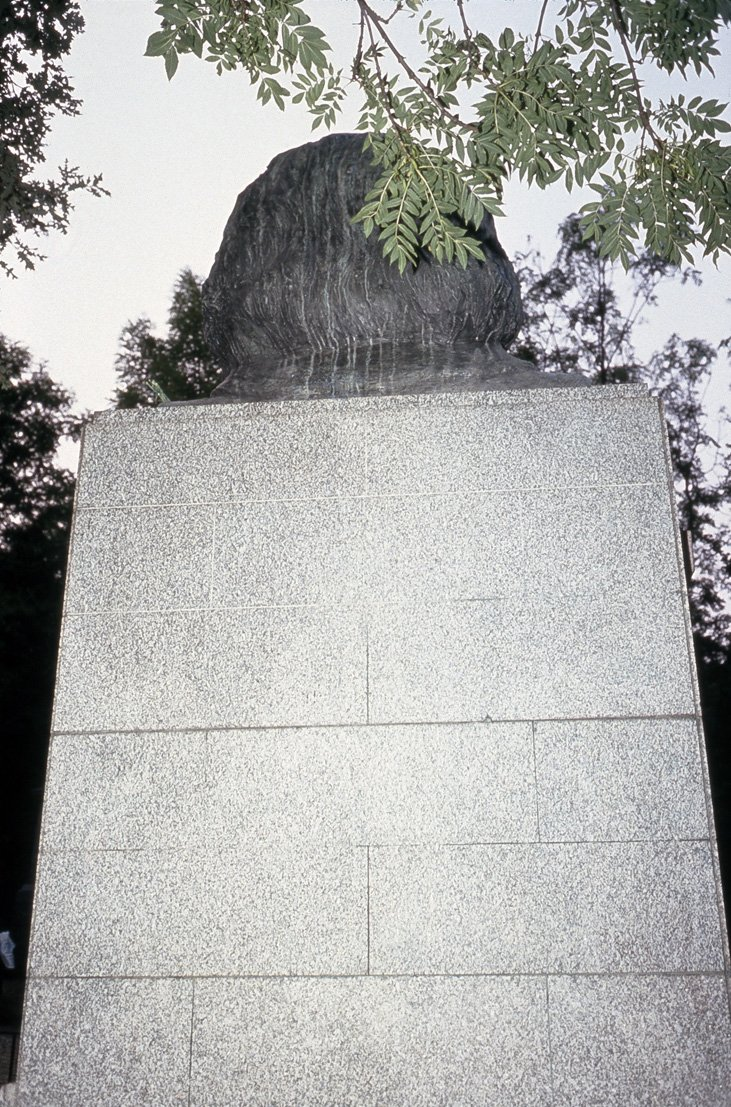 Allan Sekula Grave of Karl Marx and His Family. Highgate Cemetery, London, July 1989, from Dismal Science 1989–92