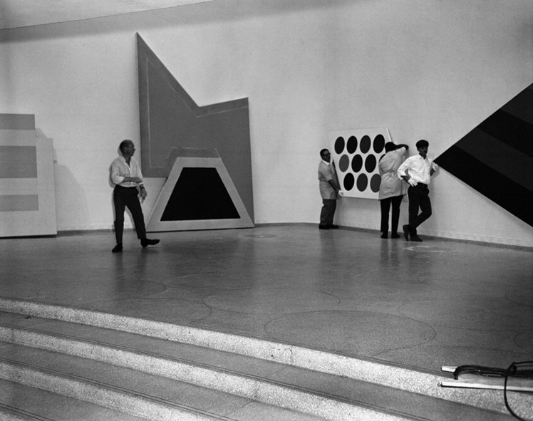 Lawrence Alloway (left) installing Systemic Painting at the Solomon R. Guggenheim Museum, New York 1966.