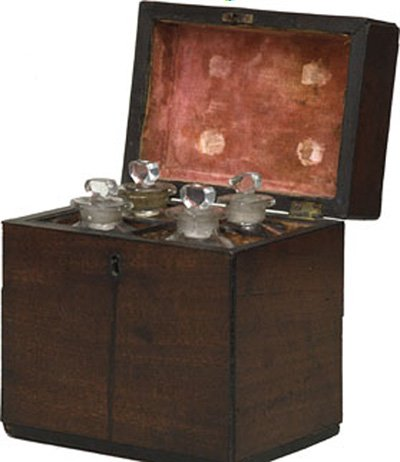 Small travelling chest, used by Turner to carry both paint mediums and medicine