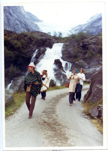 1975, at the North Cape (Norway), Lam with Lou Laurin-Lam and Adelita Gallo