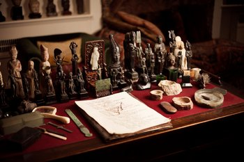 Photograph of Sigmund Freud's desk showing statuettes, 2015