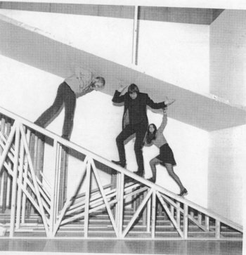 Tate staff navigating the Robert Morris exhibition 1971
