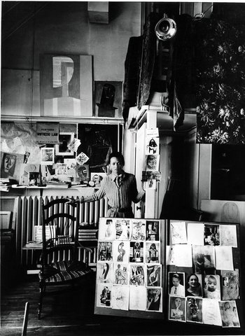 1940, Wifredo Lam dans son atelier, rue Armand Moisant, Paris (Marc Vaux)