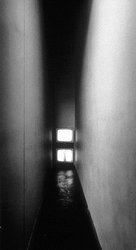Bruce Nauman, Live-Taped Video Corridor 1970