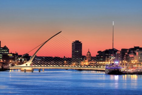 Santiago Calatrava The Samuel Beckett Bridge in Dublin 2009
