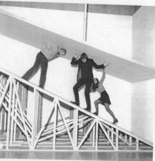 Tate staff navigating the Robert Morris exhibition 1971
