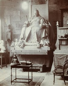Model of Queen Victoria's statue in George Frampton's studio (before 1902)