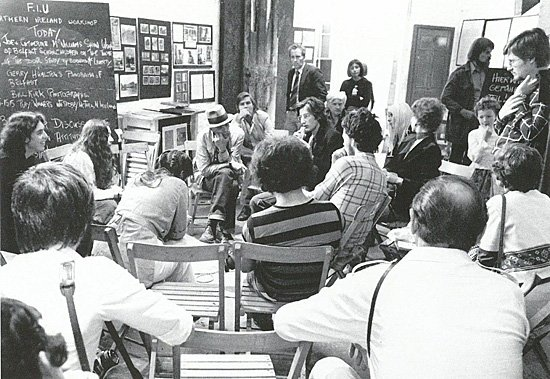 Fig.3 Discussione in un seminario della FIU durante Documenta 6, Kassel, 1977