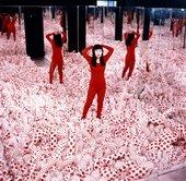 Yayoi Kusama Infinity Mirror Room-Phalli's Field, 1965 © Yayoi Kusama