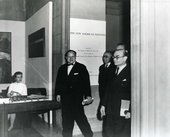 Opening of the exhibition The New American Painting, Tate Gallery, London, 1959, with Tate Director Sir John Rothenstein at far right