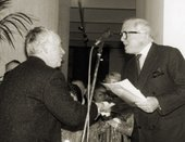 Howard Hodgkin receiving the prize from Sir Richard Attenborough © Tate Photography