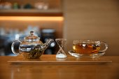 Picture of glass kettle and tea in glass