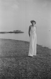 Anni Albers in Florida, c.1938–9, photographed by Josef Albers - The Josef and Anni Albers Foundation