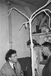 A black and white photograph of Beckett and Giacometti with a plaster tree designed by Giacometti