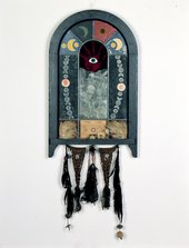 Betye Saar, Nine Mojo Secrets, 1971, mixed media, 177 × 60 × 4.5 cm - © Betye Saar, courtesy Roberts & Tilton, Los Angeles, photo by Benjamin Blackwell