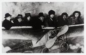 Bloomsbury artists and friends in a fake plane. From left to right: Unknown, David Garnett, Vanessa Bell, Oliver Strachey, Dora Carrington, Duncan Grant, and Barbara Bagenal © Tate Archive