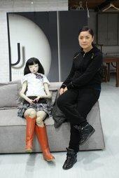 Artist Cui Xiuwen