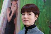 Artist Yu Hong in her studio