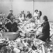 Edith Tudor-Hart, Basque Refugee Children Preparing Vegetables, North Stoneham Camp, Hampshire, 1937 - National Galleries of Scotland