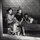 Edith Tudor-Hart, Family Group, Stepney, London,