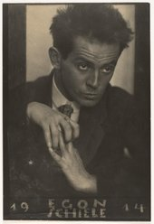 Egon Schiele, photographed by Anton Josef Trčka, 1914 - Cultural Archive / Alamy Stock Photo