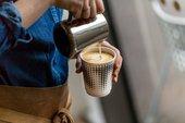 espresso siendo vertido
