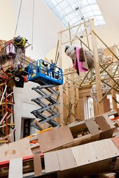 Phyllida Barlow dock installation - Finishing the installation of the work untitled: dock: 5stockadecrates